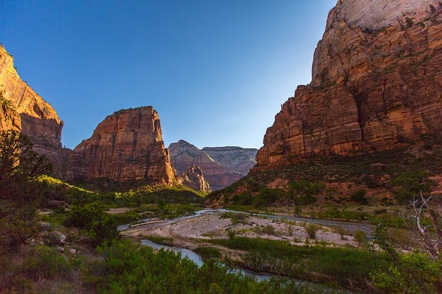 USA Road Trip Itinerary 3-4 Weeks: Angels Landing in Zion NP