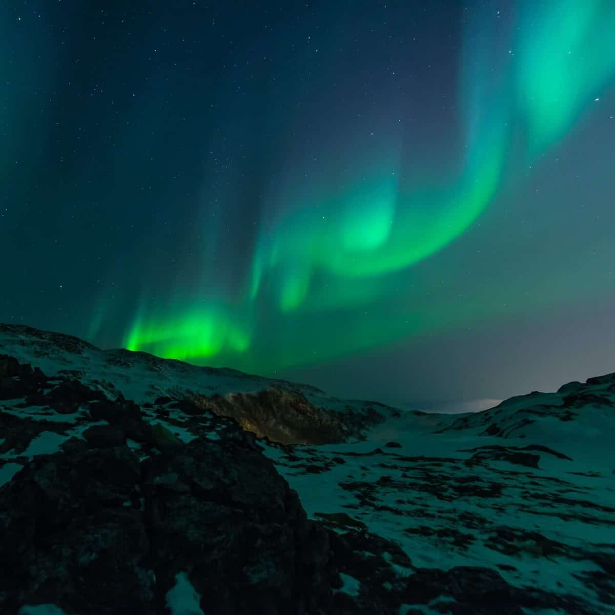 things to do in Iceland - view the northern lights