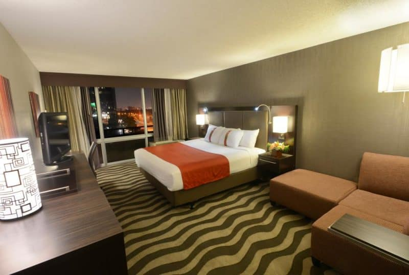 Where to Stay in Dallas - Magnolia Hotel Room