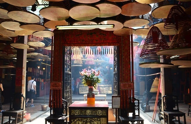 Hong Kong Points of Interest - visit the many temples