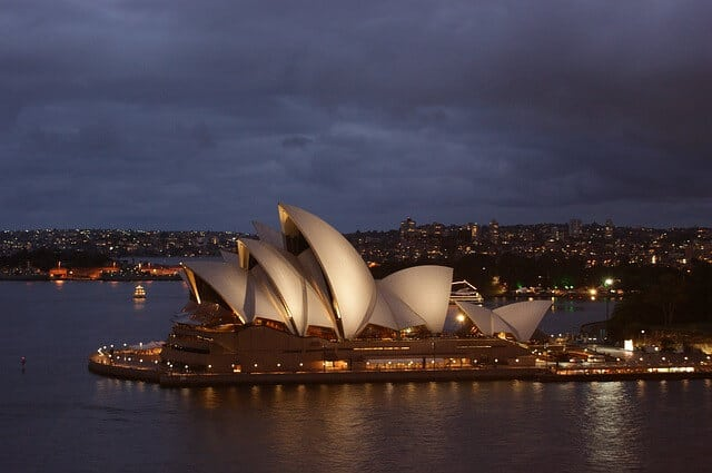 Things to do is Australia - Visit Sydney: Opera house at dusk