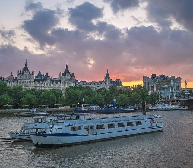 things to see and do in London - cruise the river thames