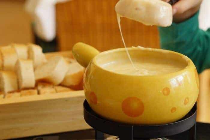 Swiss Cheese Fondue the Zurich Way
