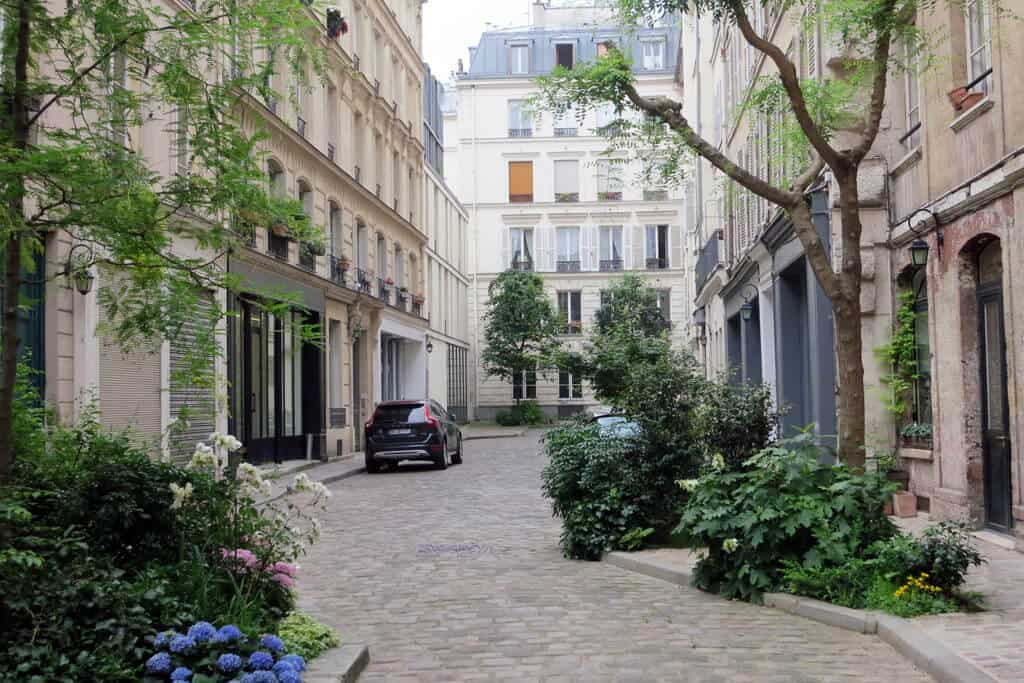 Sroll the beautiful Marais