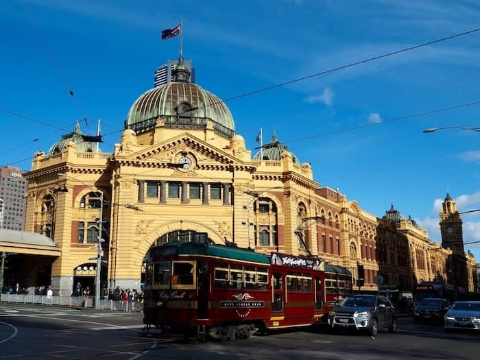 Circle Tram in Melbourne in front of Flinders Street Station