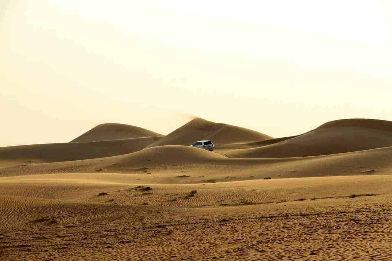 4WD crossing the Dubai desert