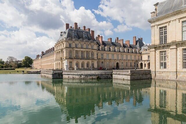 fontainebleau castle on a day trip from paris