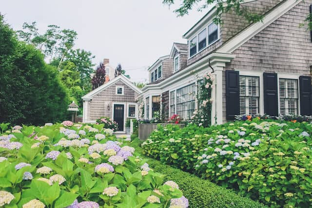 Pretty house surrounded by flowers in Nantucket