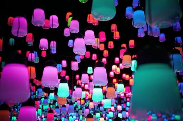 colourful lanterns at Teamlab Bordless Tokyo