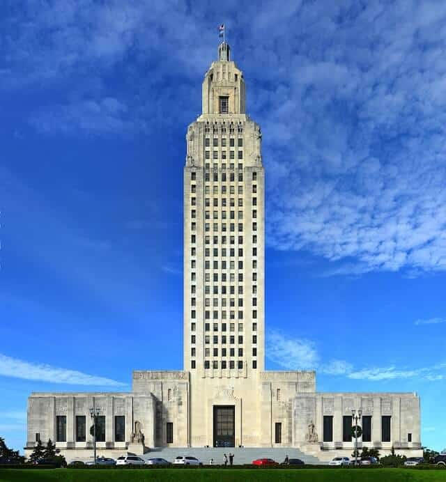 Large white skyscraper building with single story wings either side - the Baton Rouge Capitol Building