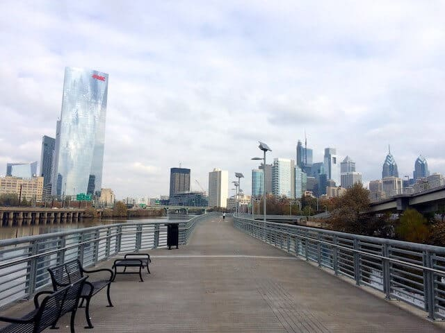 schuylkill padestrian walkway with the city skyscrapers in the background