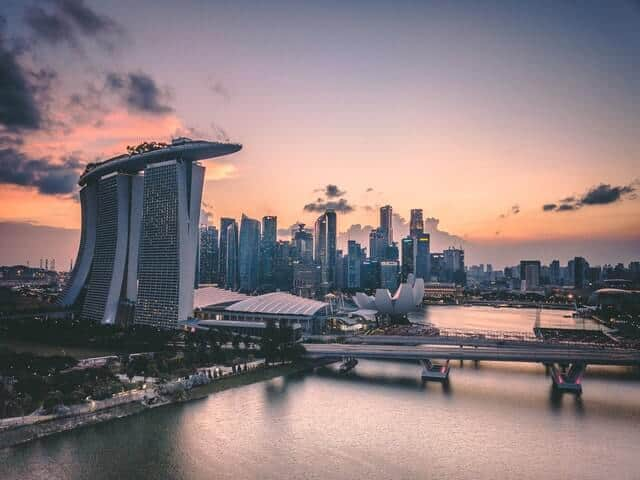 Marina Bay Sands hotel in front of the city skyline at dusk in Singapore